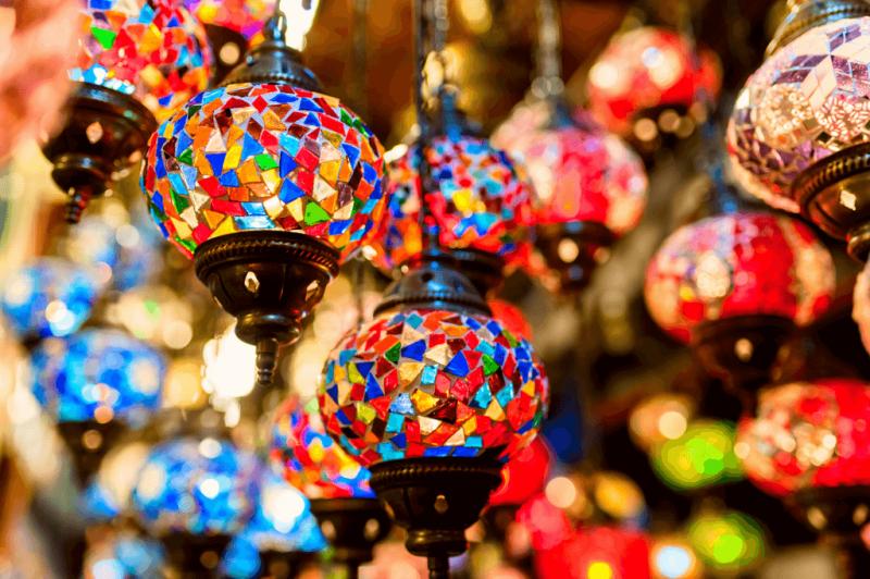 Turkse lampen Online - De grootste en snelstgroeiende webwinkel met de meest uiteenlopende soorten Turkse mozaïek lampen in alle denkbare kleuren en maten.